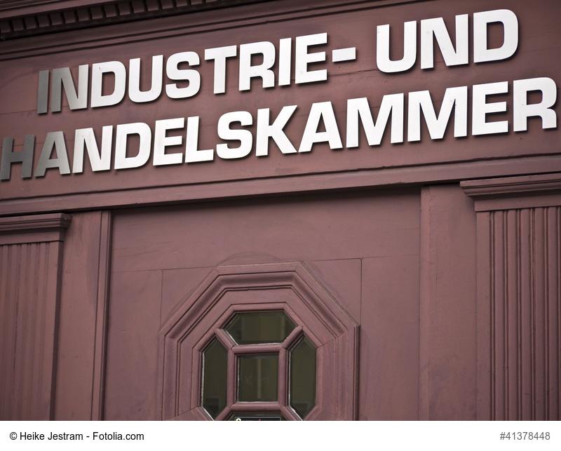 Eingangstür zur IHK in Brandenburg