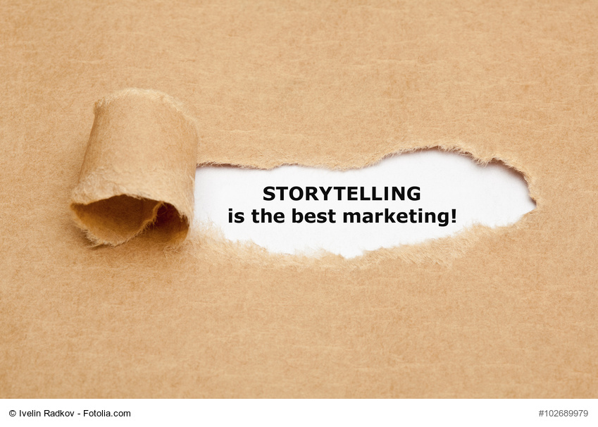 "Der Text ""Storytelling ist the best marketing"" erscheint hinter braunem Packpapier"