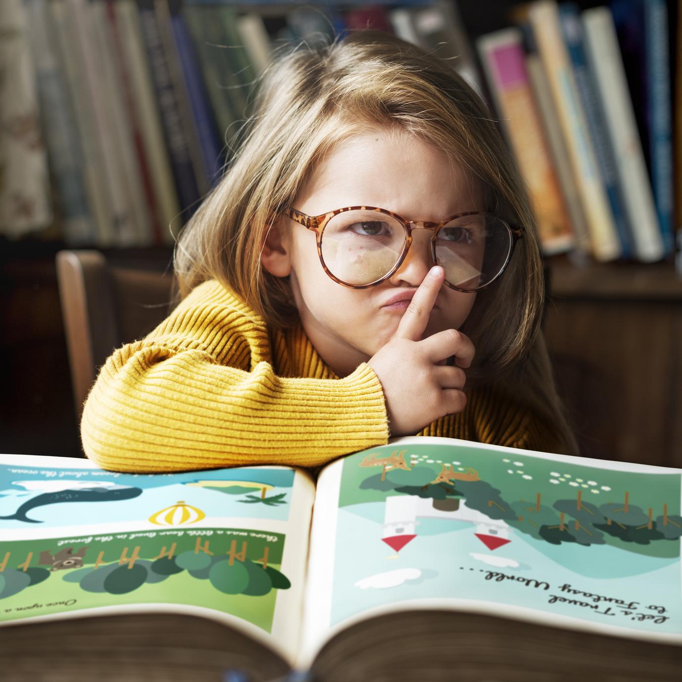adorable cute girl reading storytelling concept - hsb akademie